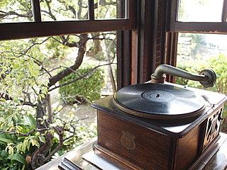 7月31日は《蓄音機の日》。古き懐かしき時間へタイムスリップして、しばし忘暑のひとときを