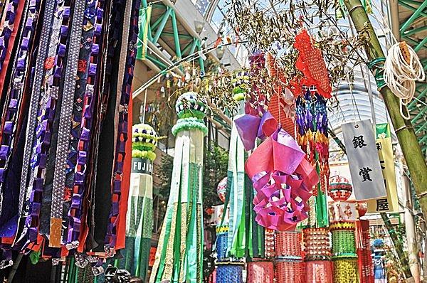 8月7日は七夕の中暦。日本三大七夕祭り「仙台七夕まつり」も開催中。月遅れの七夕祭りが多いワケは?