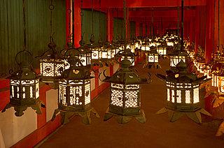 真夏の宵を幻想的に照らす≪灯籠(とうろう)≫。ノスタルジックな光景に想いを馳せて