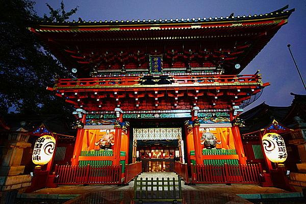 散歩を兼ねて東京十社を参拝すると、恋愛・商売・学業・勝負運がUPするってホントですか!?