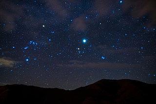 今宵、晩秋の夜空を翔る「オリオン座流星群」を眺めつつ