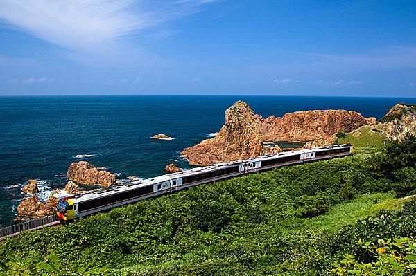 """明日14日は「鉄道の日」。 鉄道の日を記念して、一度は乗りたい""""あの列車""""をピックアップ!"""