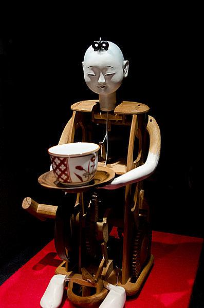 からくり人形の定番「茶運び人形」。「機巧図彙」にも作り方が示されている