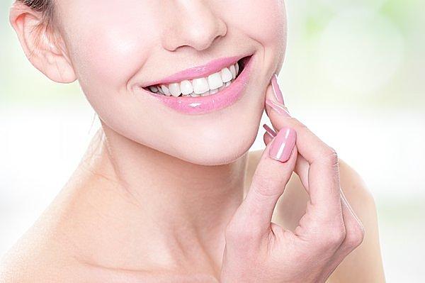 風邪の季節にオイルプリング!! 口臭・歯周病・ほうれい線を防ぐ「うがい」とは?