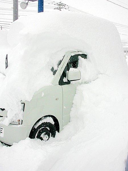 ドライバーなら知っておきたい、大雪で立ち往生した時の「命を守る心得」