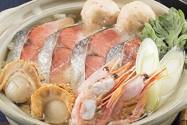 鮭(シャケ)の旨みが詰まった石狩鍋はとっても美味!