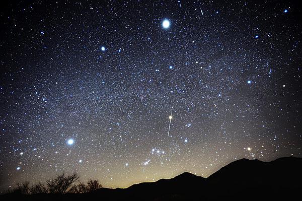 12.13~15は「ふたご座流星群」極大!ここ10年で最高の条件。初心者や子どもにもオススメ!