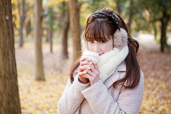 寒い冬の救世主。マフラーを巻くだけで、体感温度が3〜4℃アップ!そのメカニズムとは?