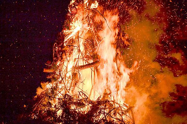 小正月(1月15日)に行われるお焚き上げ行事、「どんど焼き」とは?