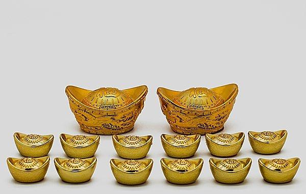 中国の昔のお金「元宝」をかたどった縁起置物。確かに餃子っぽい