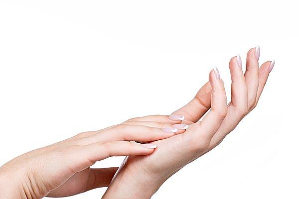 爪をつまんで10秒もむだけ?! シンプルすぎる!と話題の健康法「爪もみ」をご存じですか